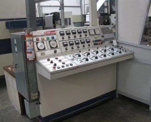 Tablero de control de la prensa rotativa.